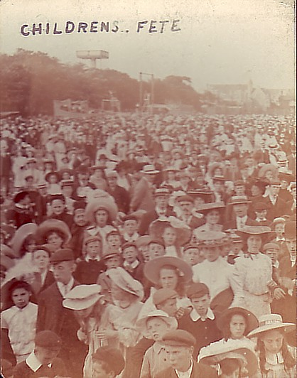 CHILDREN'S FETE CROWD 1906