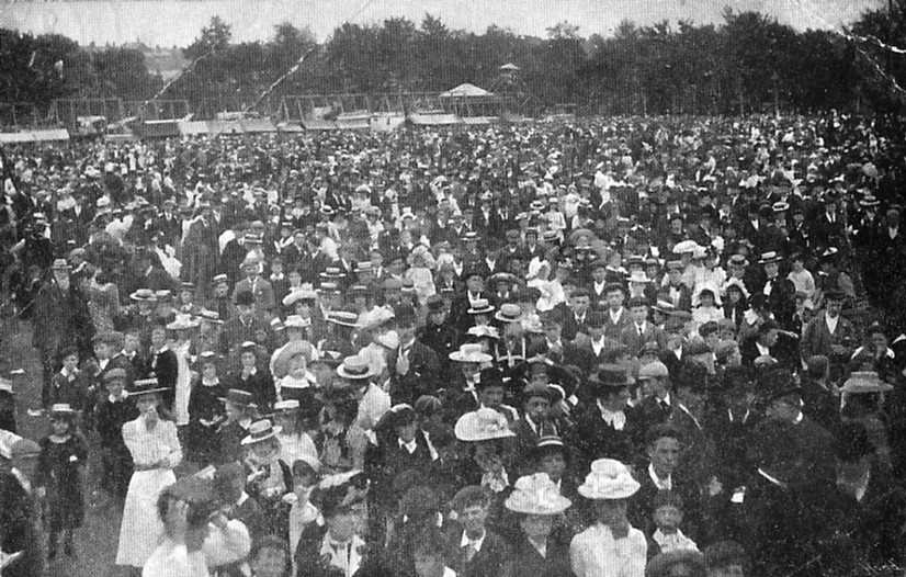 FETE CROWD (1) 1907