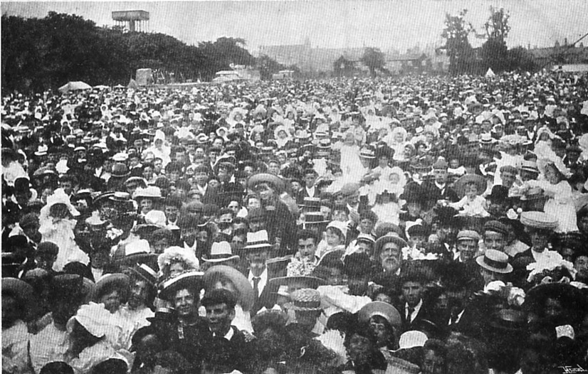 FETE CROWD (2) 1905