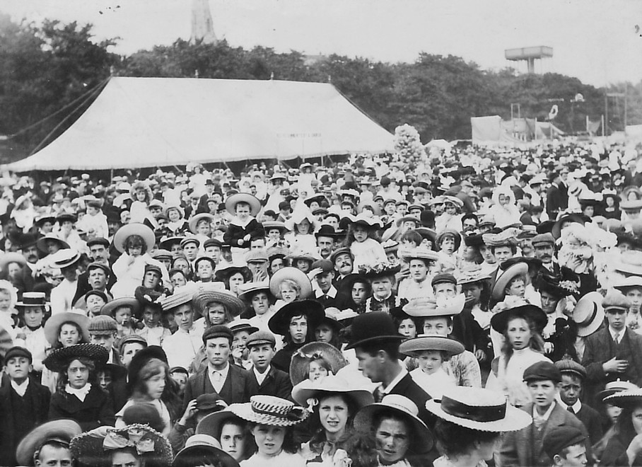 FETE CROWD (XXX) 1907
